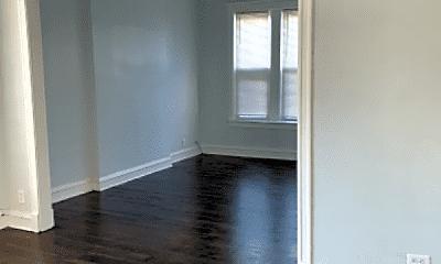 Living Room, 914 W 68th St, 2