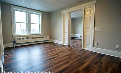 Living Room, 820 E Main St, 0