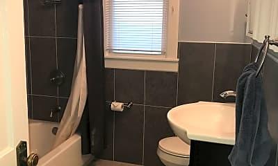 Bathroom, 1640 Tyler Parkway, 2