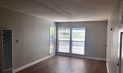 Living Room, 4321 Elm Ave, 1