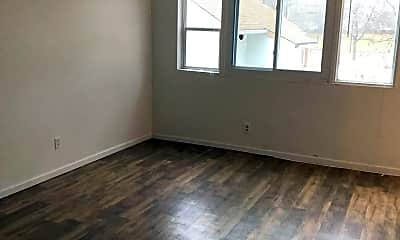 Living Room, 530 Knox Ave N, 2