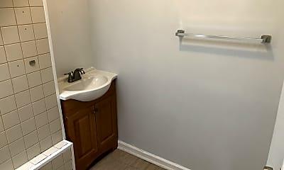 Bathroom, 1154 N Longwood St, 1