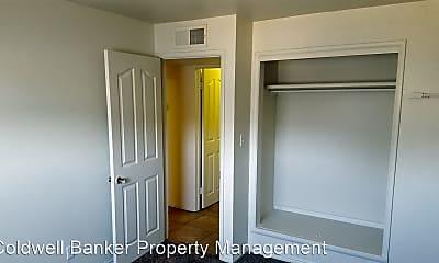 Bedroom, 552 E Tabernacle St, 2