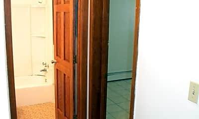 Bathroom, 904 21st Ave S, 2