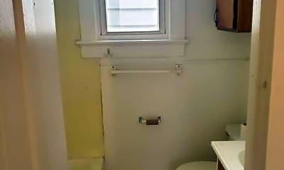 Bathroom, 643 E Maryland St, 1