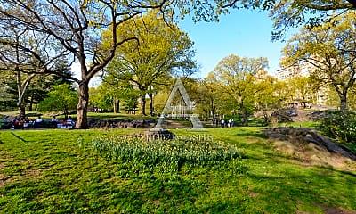 Community Signage, 128 Central Park S, 2