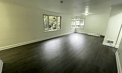 Living Room, 1205 Queen Anne Ave N, 1