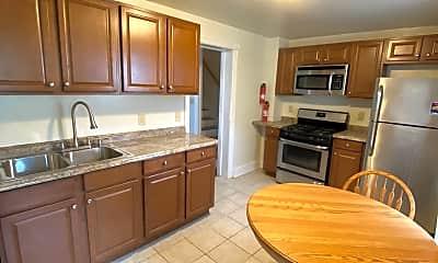 Kitchen, 528 Selfridge St, 2