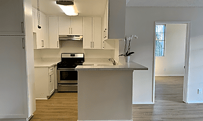 Kitchen, 3325 Castle Heights Ave, 1