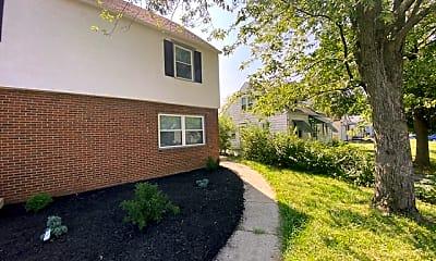 Building, 138 N Everett Ave, 1