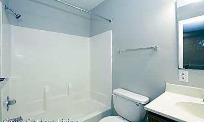 Bathroom, 905 S Locust St, 1