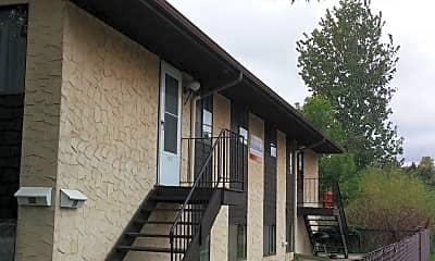 Building, 96 Arlington Ave W, 2