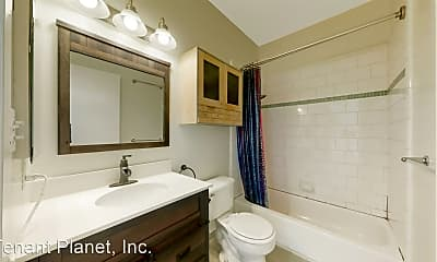 Bathroom, 662 Capp St, 1