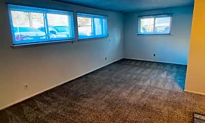 Living Room, 815 E Ivinson Ave, 1