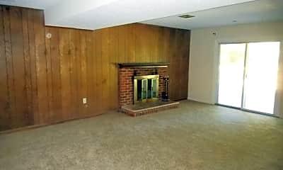Living Room, 6738 S Kings Hwy, 2