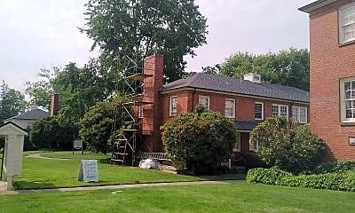 Broadmoor Manor, 2