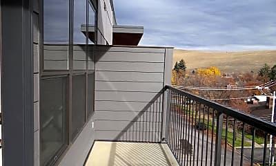 Patio / Deck, 712 W Spruce St, 2