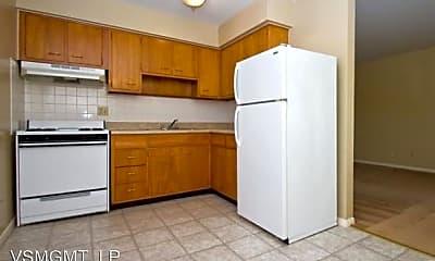 Kitchen, 2950 Hawthorne Dr, 1