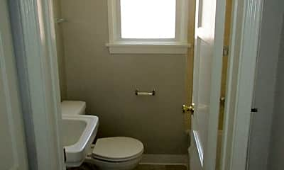 Bathroom, 403 E Freeland St, 2