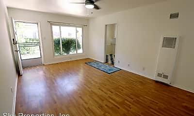 Living Room, 4100 McFarlane Ave, 0