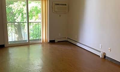 Living Room, 2010 Vine St, 1