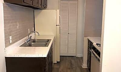Kitchen, 758 Plaza Dr, 1