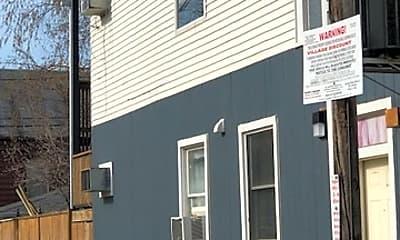 Building, 2111 W Roscoe St 2R, 1