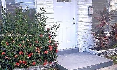 Patio / Deck, 1005 NE 2nd St 1, 1