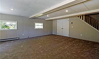Bathroom, 216 Ellwood Rd, 2
