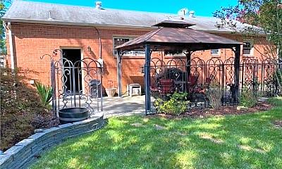 Building, 458 Beaumont St, 1