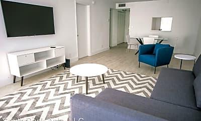 Living Room, 601 N Rio Vista Blvd, 1