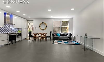 Living Room, 634 Washington St GA, 1