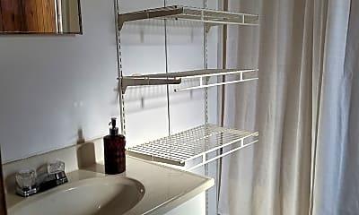 Bathroom, 11868 Watergate Cir, 2