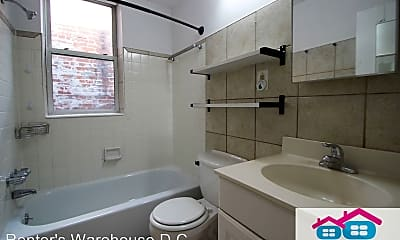 Bathroom, 814 11th St NE, 2