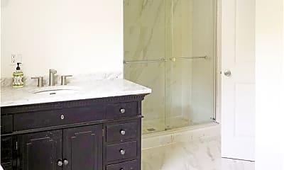 Bathroom, 38705 Main Rd, 2