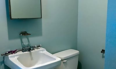 Bathroom, 554 Love Hollow Rd, 2