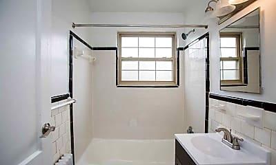 Bathroom, Huntwood Courts, 2