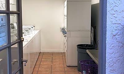 Casa Linda Apartments, 2