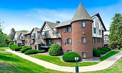 Building, Royal Crest Marlboro Apartment Homes, 0