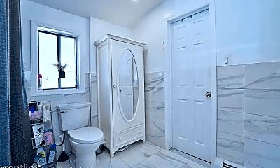 Bathroom, 220 McVeigh Ave, 2