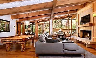 Living Room, 908 W Francis St, 1