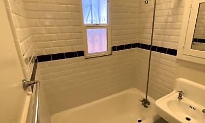 Bathroom, 632 N Plymouth Blvd, 2