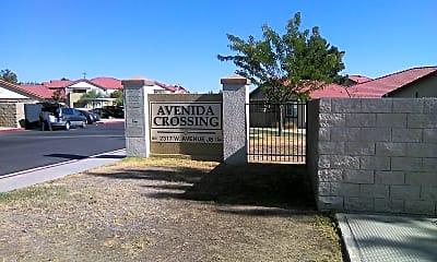 Avenida Crossing, 1