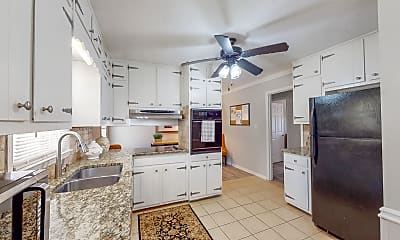 Kitchen, Room for Rent - Downtown Snellville Luxury, 1