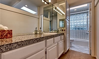 Bathroom, 347 Pinecrest Dr, 2