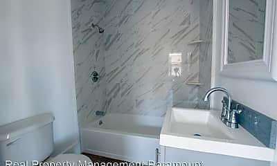 Bathroom, 1119 Calada St, 2