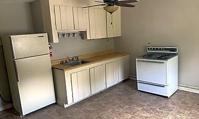 Kitchen, 28 Crescent St, 2