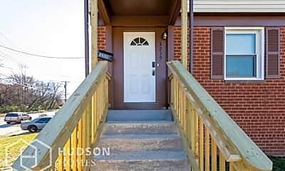 Patio / Deck, 3239 Beaumont St, 1