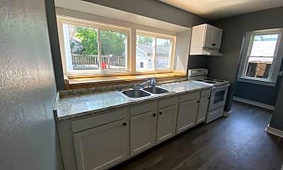Kitchen, 29 Ashwood Ave, 2