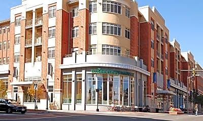 Building, 1209 N Pitt St 3C, 2